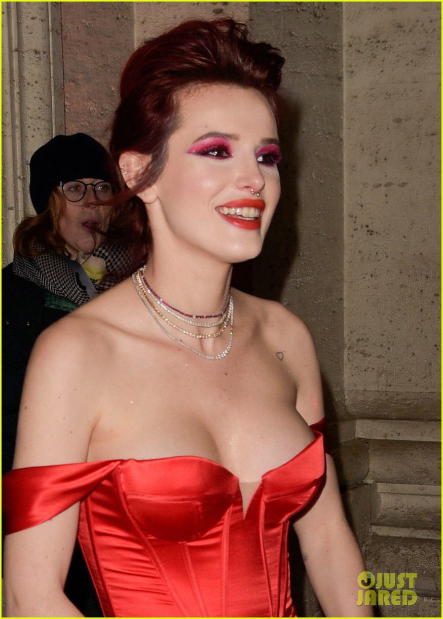 Bella Thorne Goes Glam For Midnight Sun Premiere In