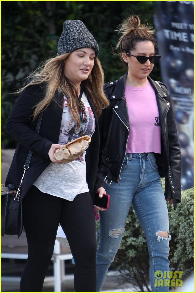 miley cyrus shares throwback photo with ashley tisdale 01