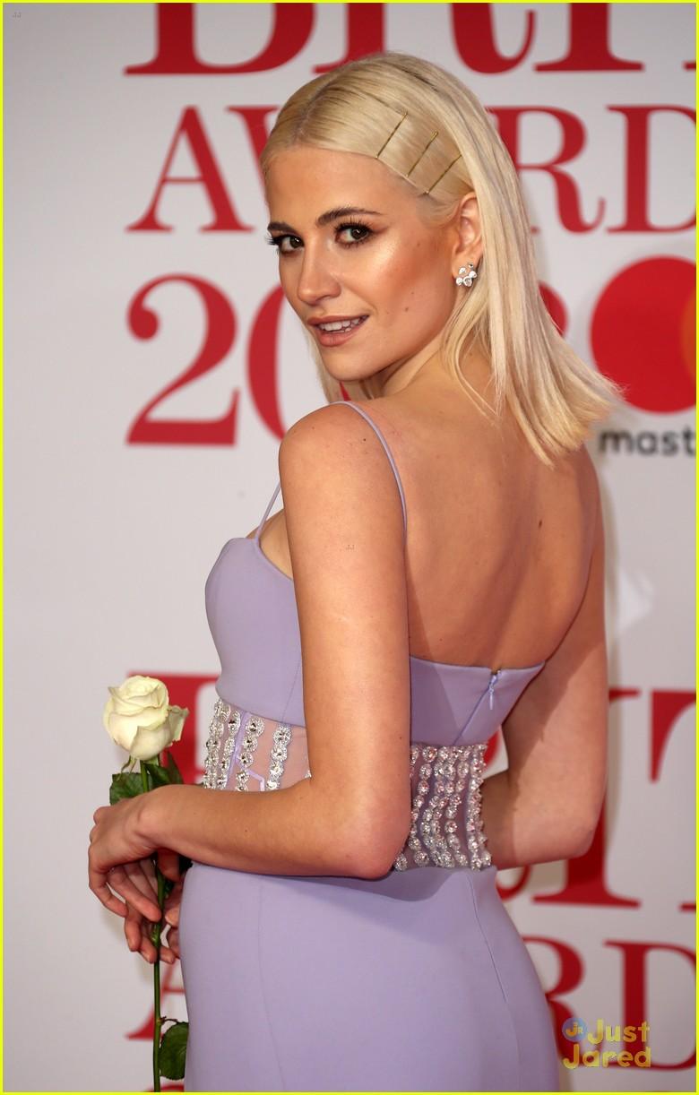 vamps lottie moss pixie tallia more brit awards 16