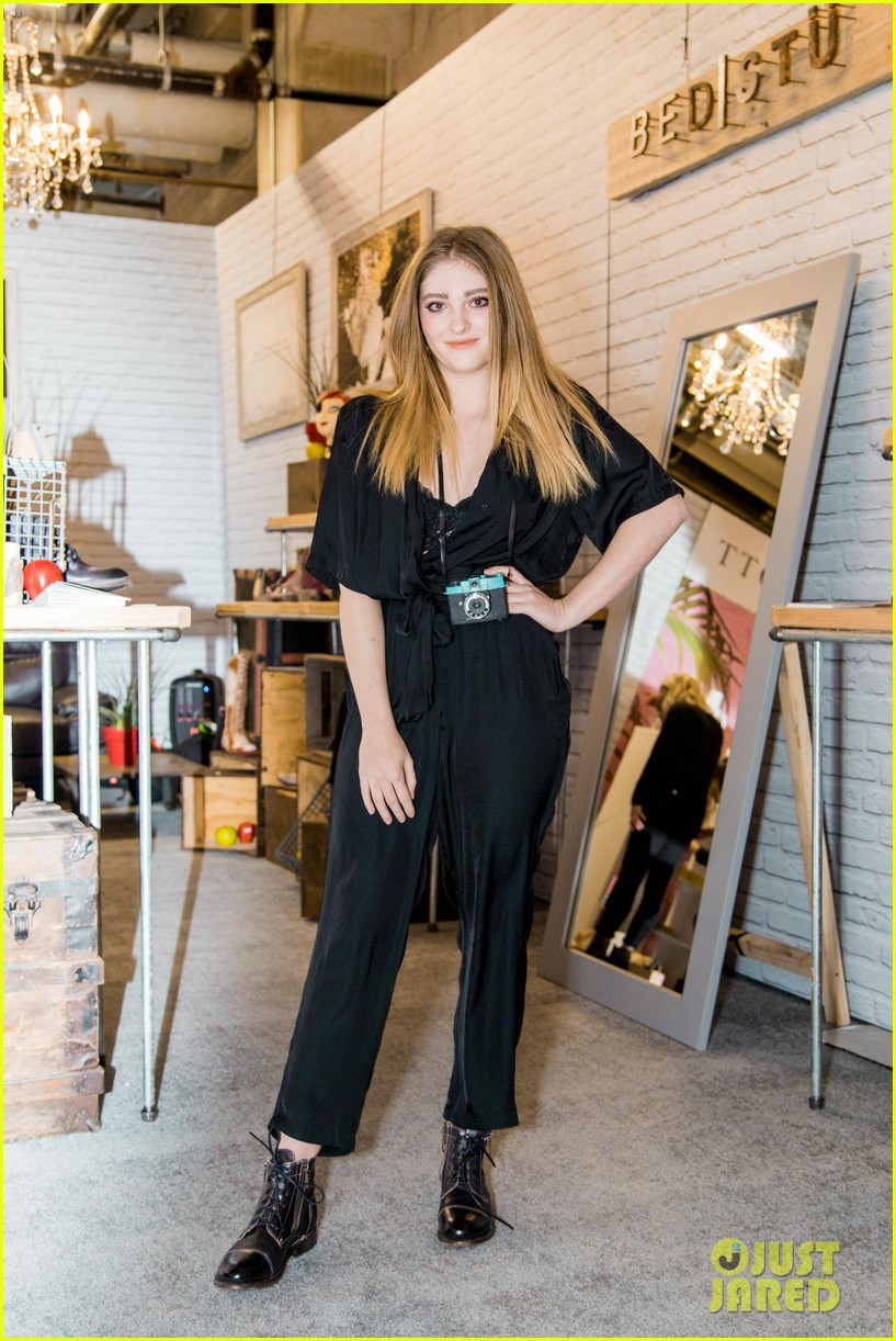 willow shields bed stu shopping event 03