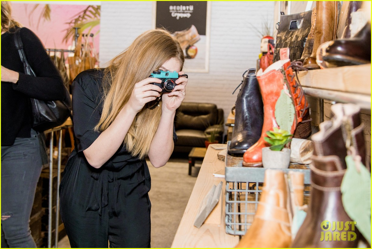 willow shields bed stu shopping event 05