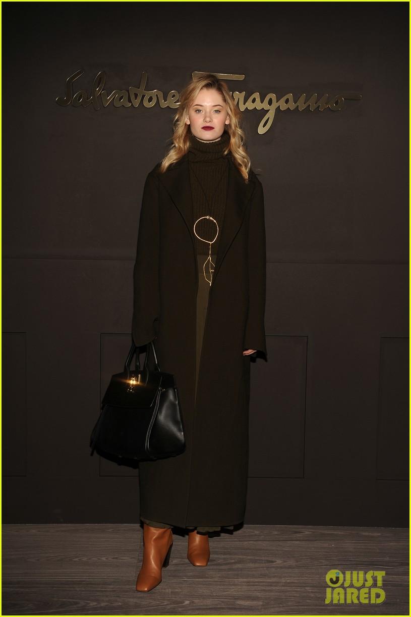 shailene woodley ferragamo fashion show 05