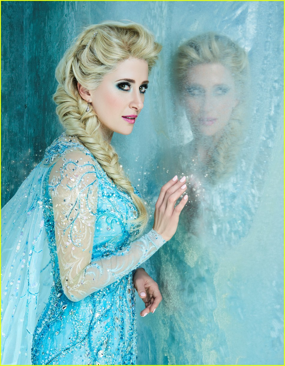 broadways frozen cast pose for portraits in costume 01