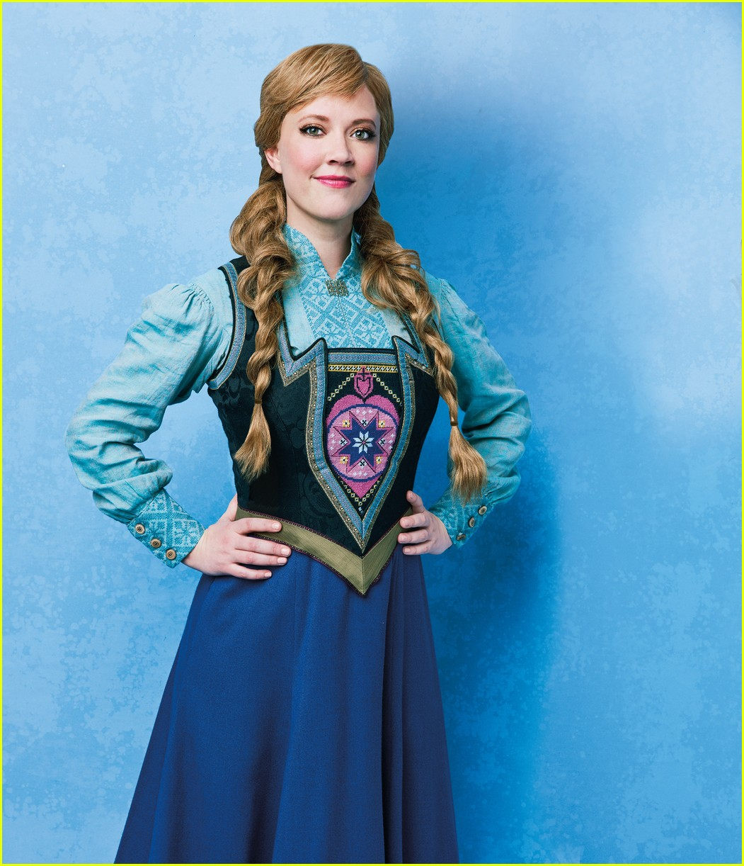 see the  u0026 39 frozen u0026 39  on broadway cast in costume