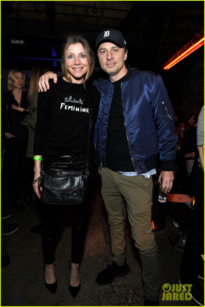 zach braff sarah chalke have mini scrubs reunion at spotify party 03