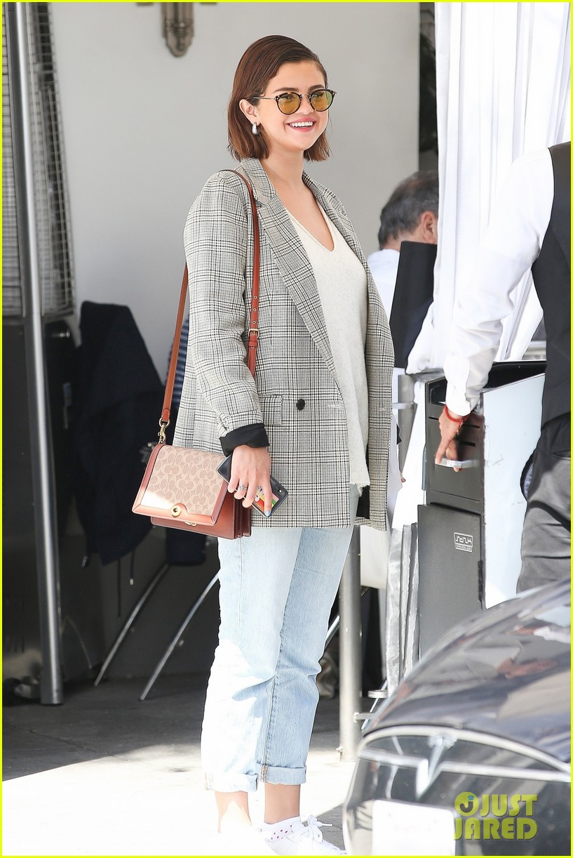 selena gomezs mom addresses justin bieber relationship rumors 01
