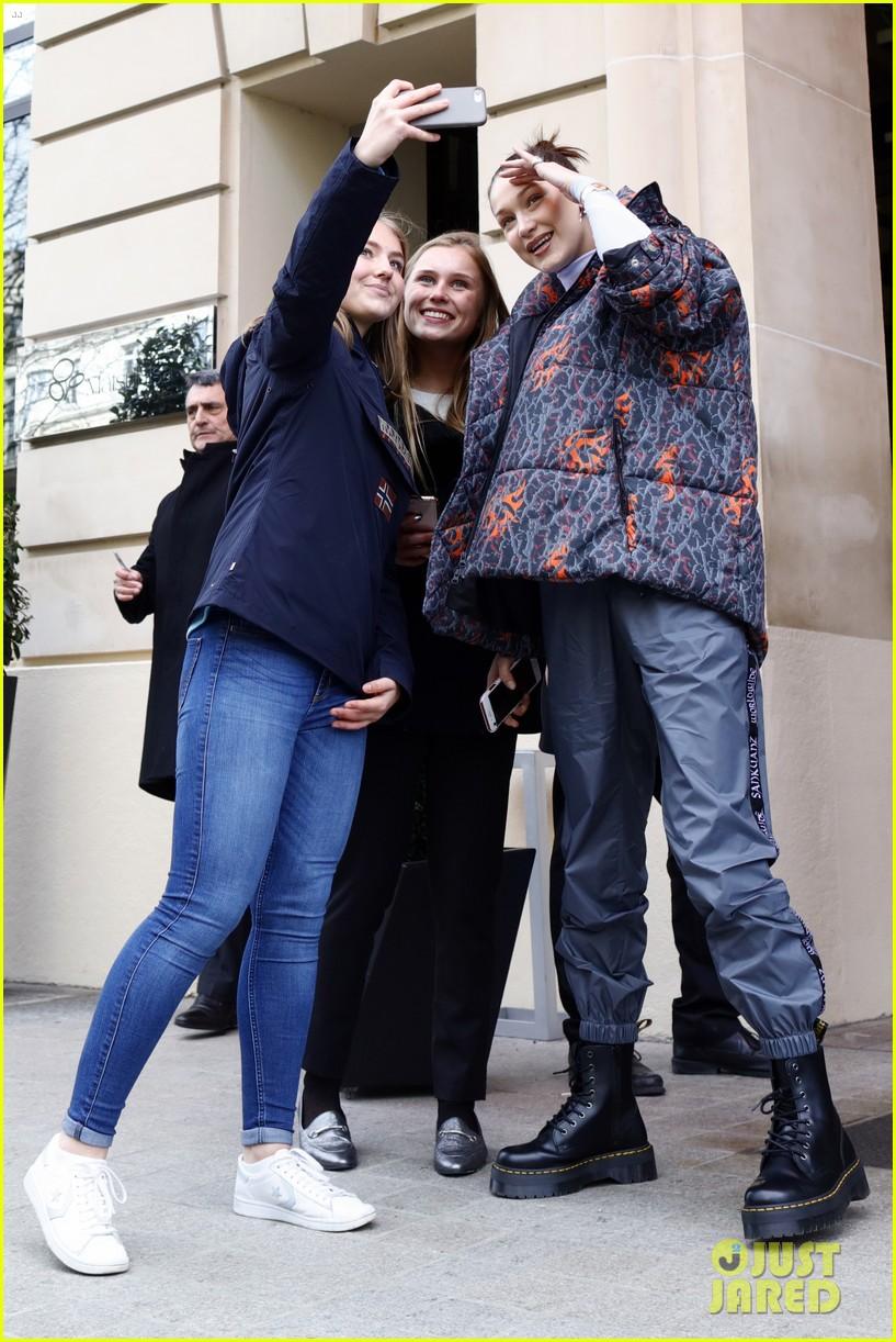 gigi hadid heads back to nyc while sister bella visits disneyland paris 02