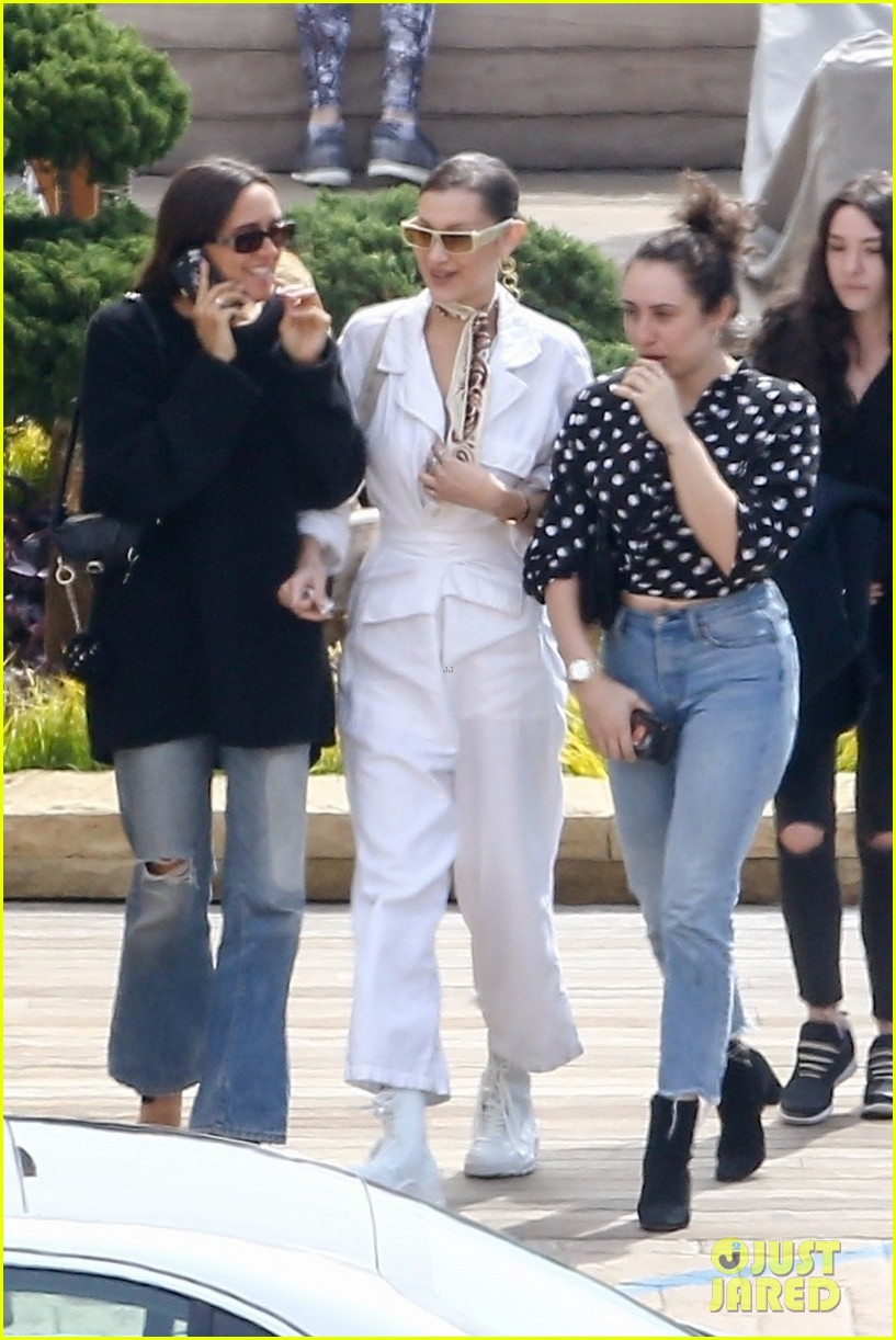 Kendall Jenner Amp Bella Hadid Hit The Beach Without Their