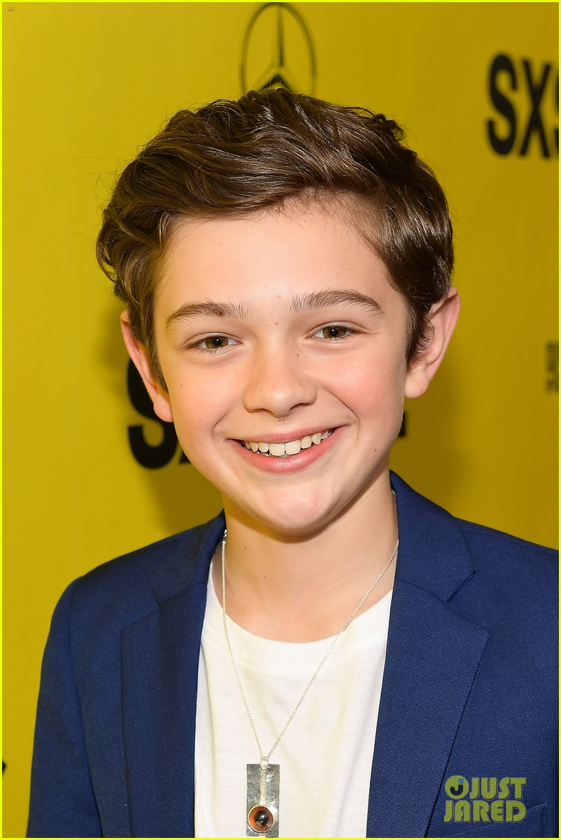 noah jupe and millicent simmonds team up for a quiet place premiere2 09