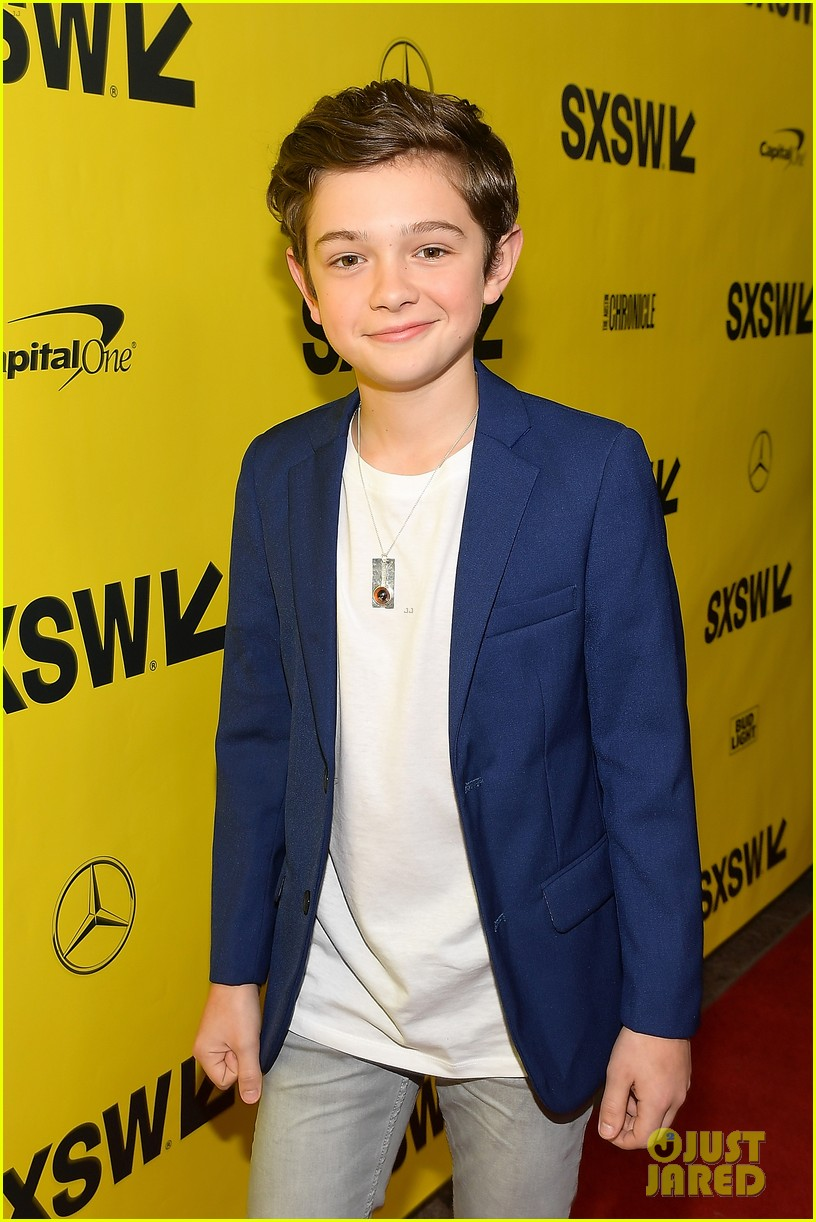 noah jupe and millicent simmonds team up for a quiet place premiere2 10