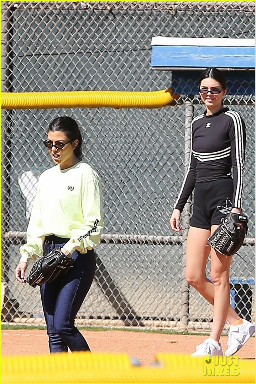 kim kardashian khloe kardashian kendall jenner baseball 04
