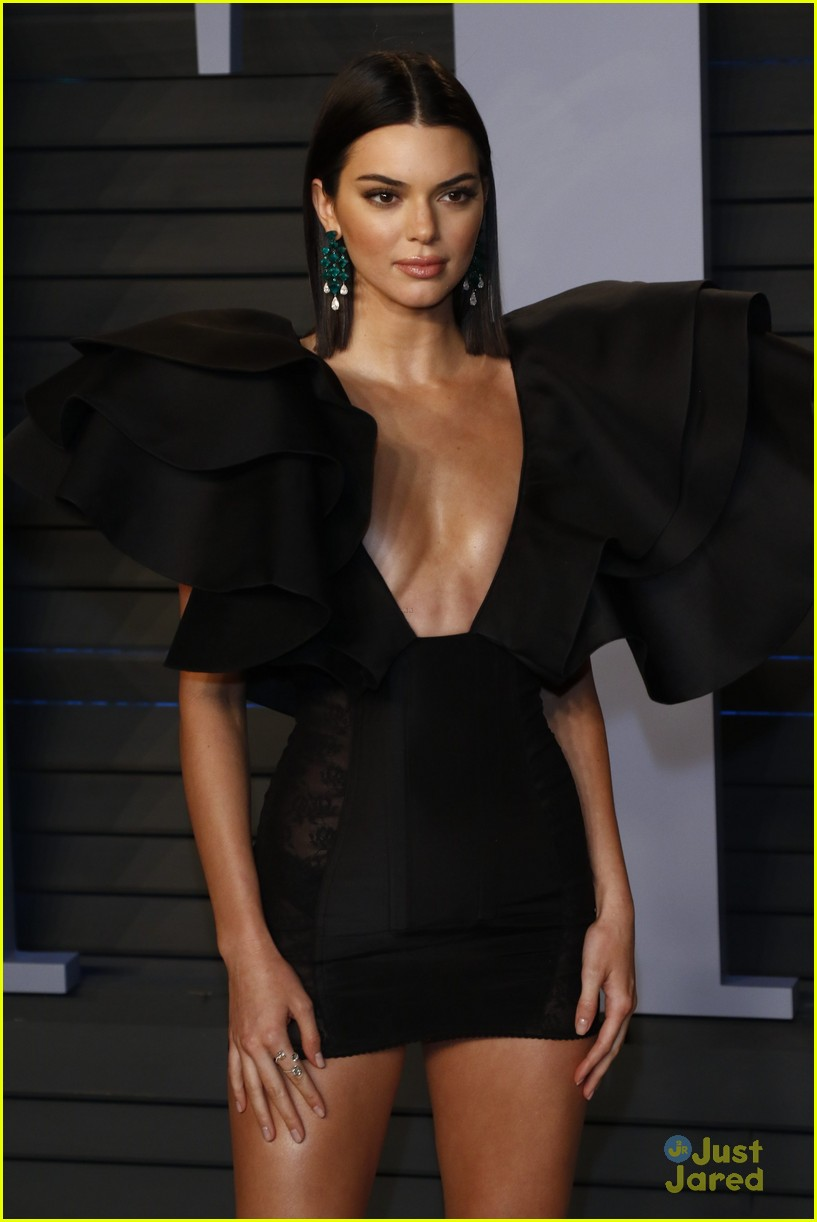 kendall jenner hospital before oscars party 03