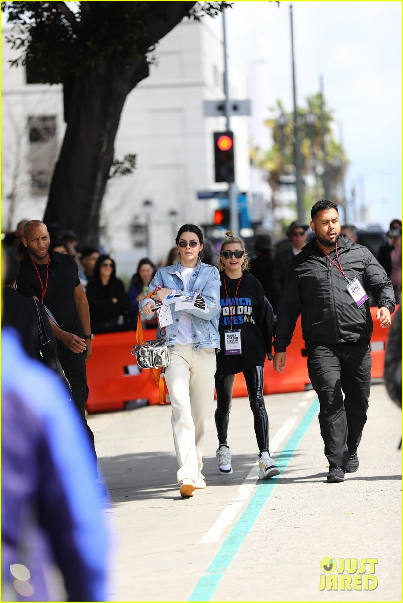 kendall jenner hailey baldwin march for our lives 03