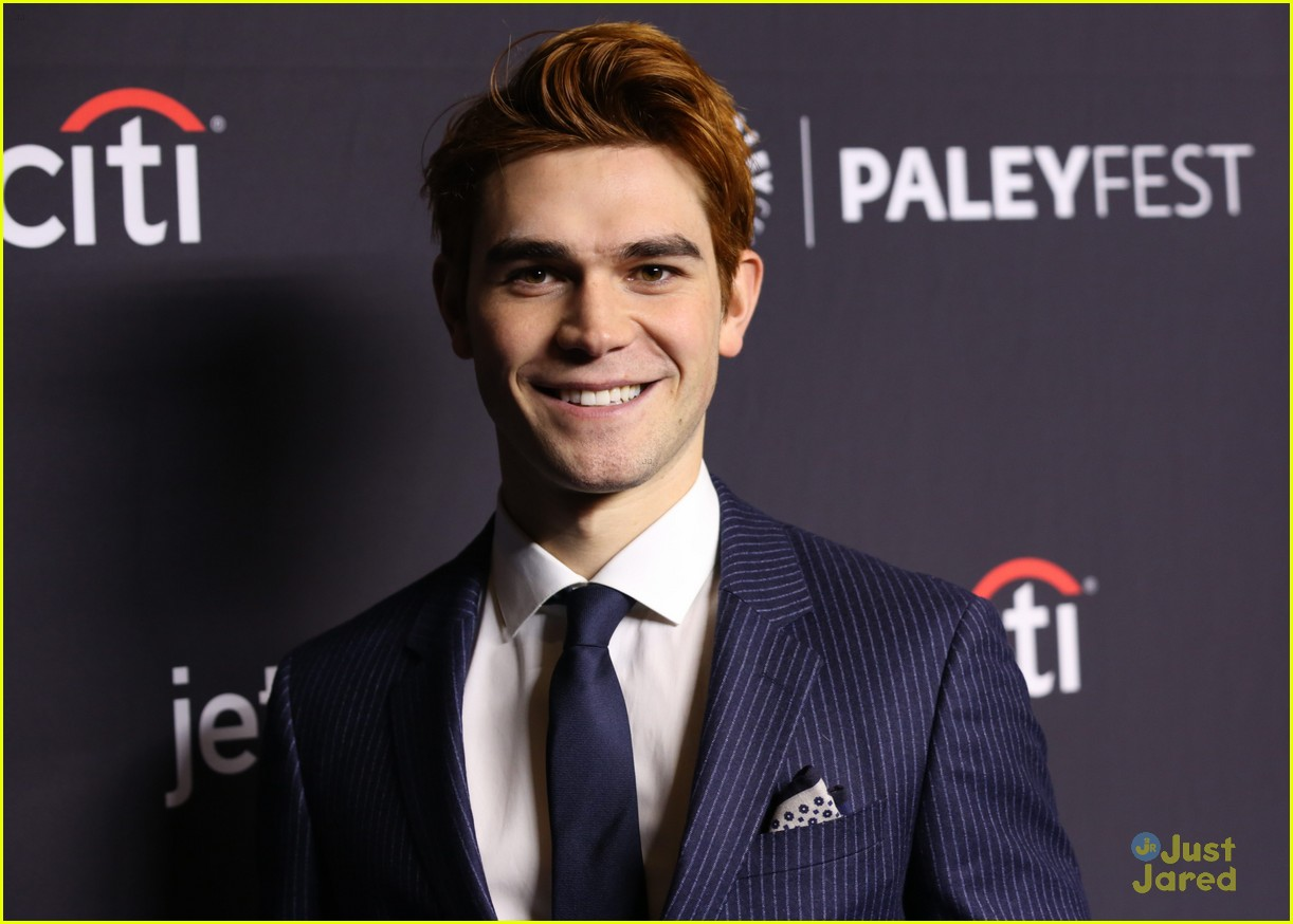 riverdale paleyfest cast dishes black hood return 01