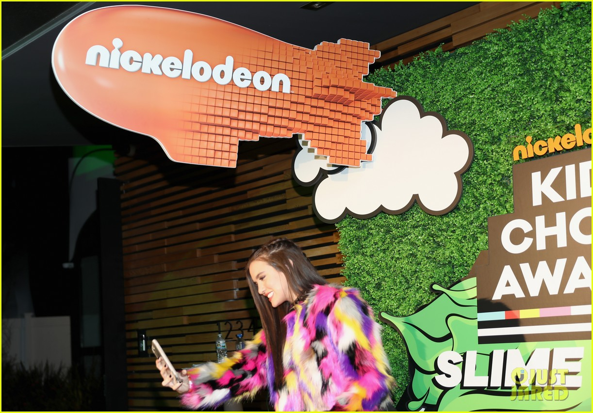 kendall schmidt teala dunn lilimar and more team up for kids choice awards slime soiree 42