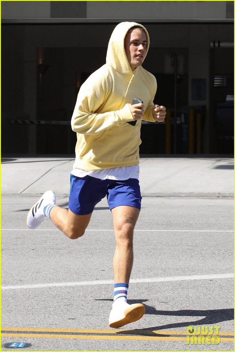 justin bieber goes for a jog after his epic taco bell run 02