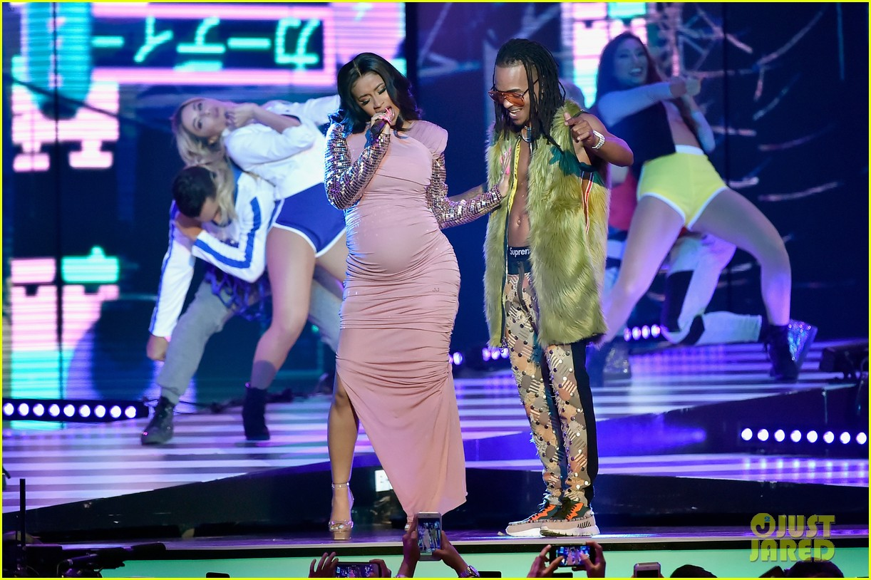 cardi b slays her la modelo performance at billboard latin music awards 2018 01