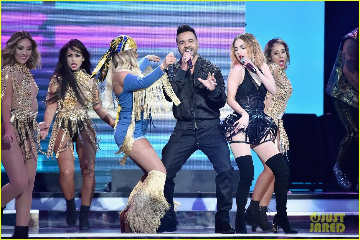 cardi b slays her la modelo performance at billboard latin music awards 2018 22