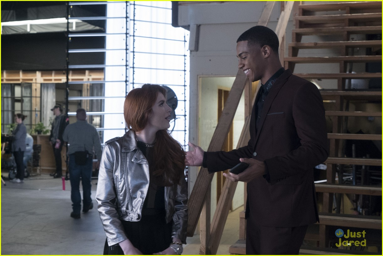 famous in love paiges choice bella thorne talks 02