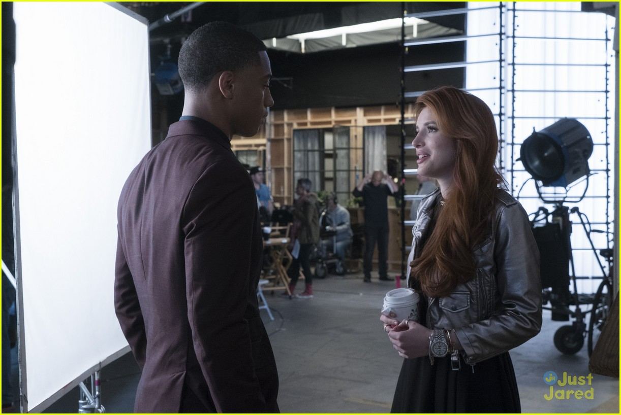 famous in love paiges choice bella thorne talks 18