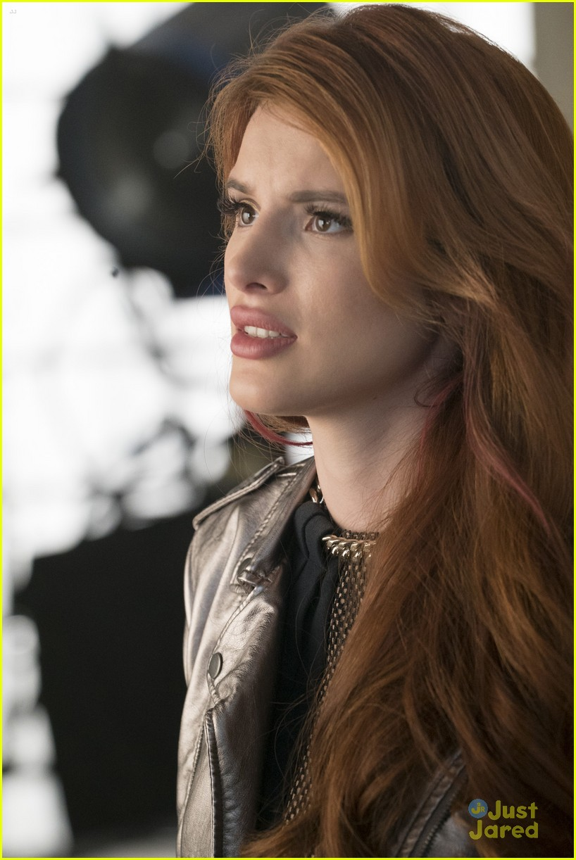 famous in love paiges choice bella thorne talks 19