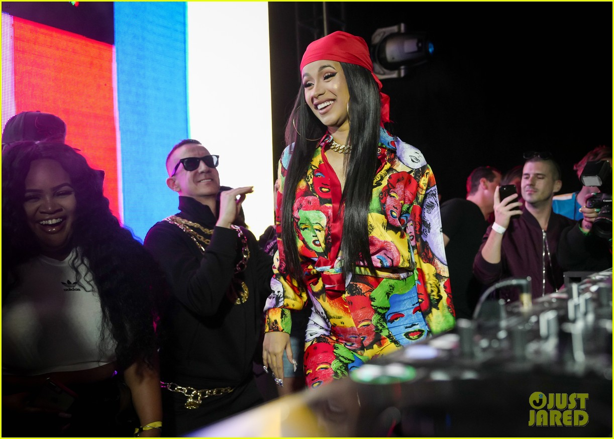 gigi hadid cardi b take over the dj booth at moschino coachella party 11