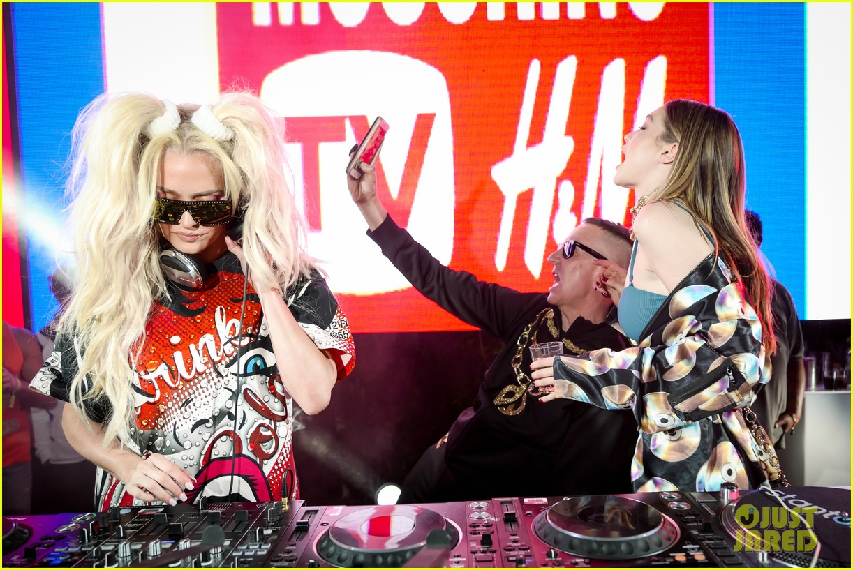 gigi hadid cardi b take over the dj booth at moschino coachella party 14