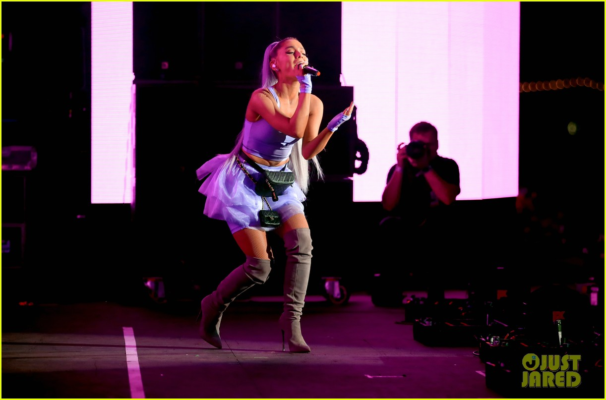 ariana grande performs at coachella 03