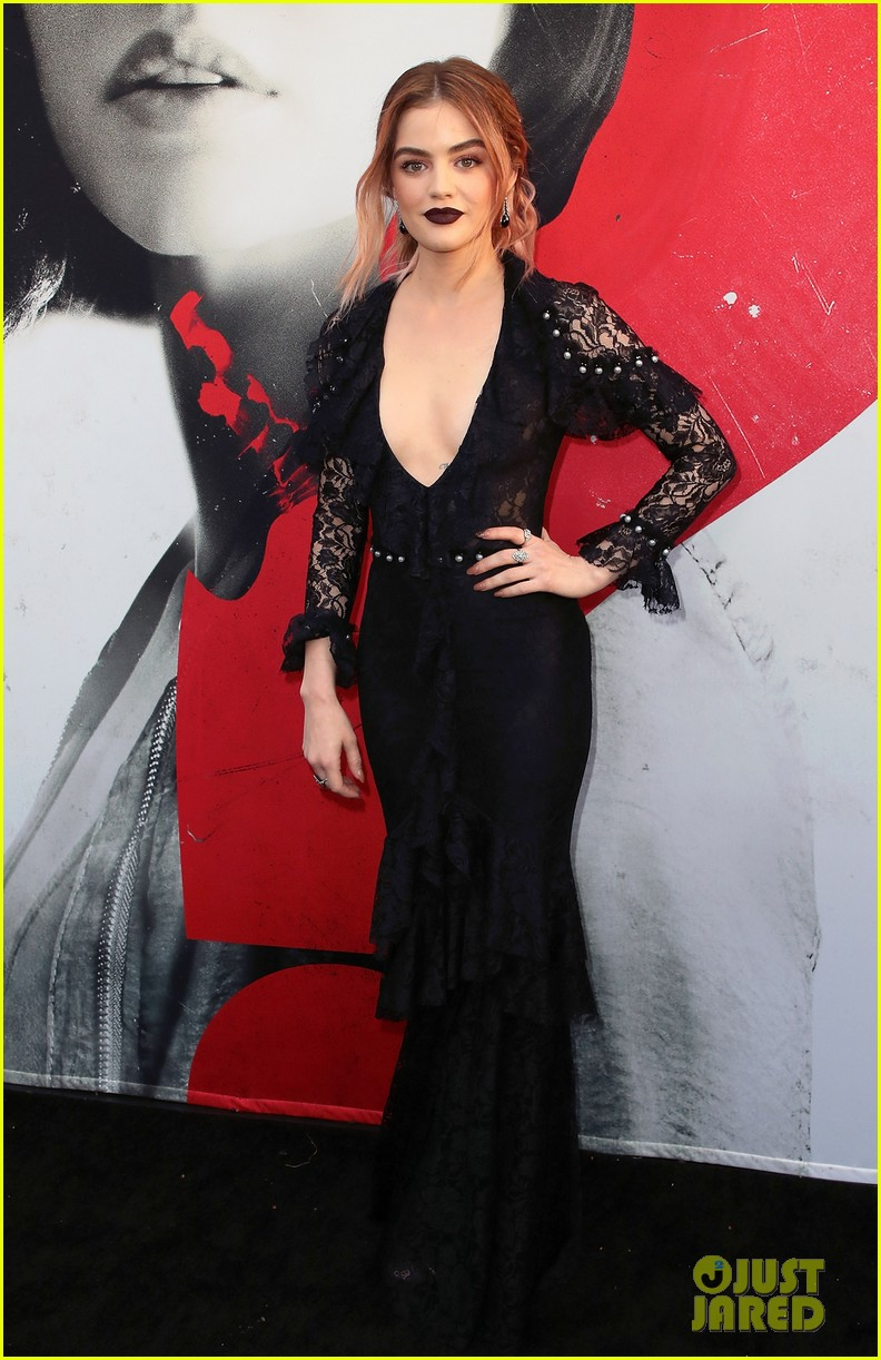 lucy hale tyler posey truth or dare premiere 09