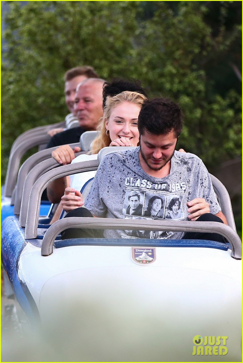 joe jonas and sophie turner get soaked at disneyland 23