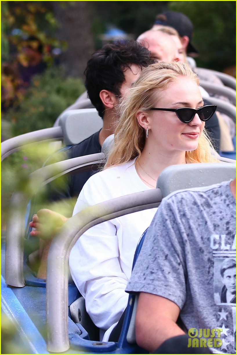 joe jonas and sophie turner get soaked at disneyland 35