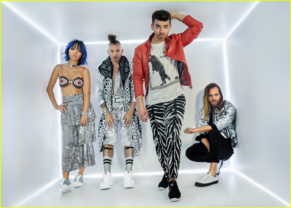 joe jonas and dnce launch new shoe collection with k swiss 01