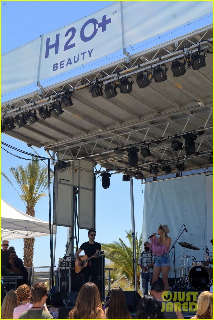 kelsea ballerini takes the stage at stagecoach 06