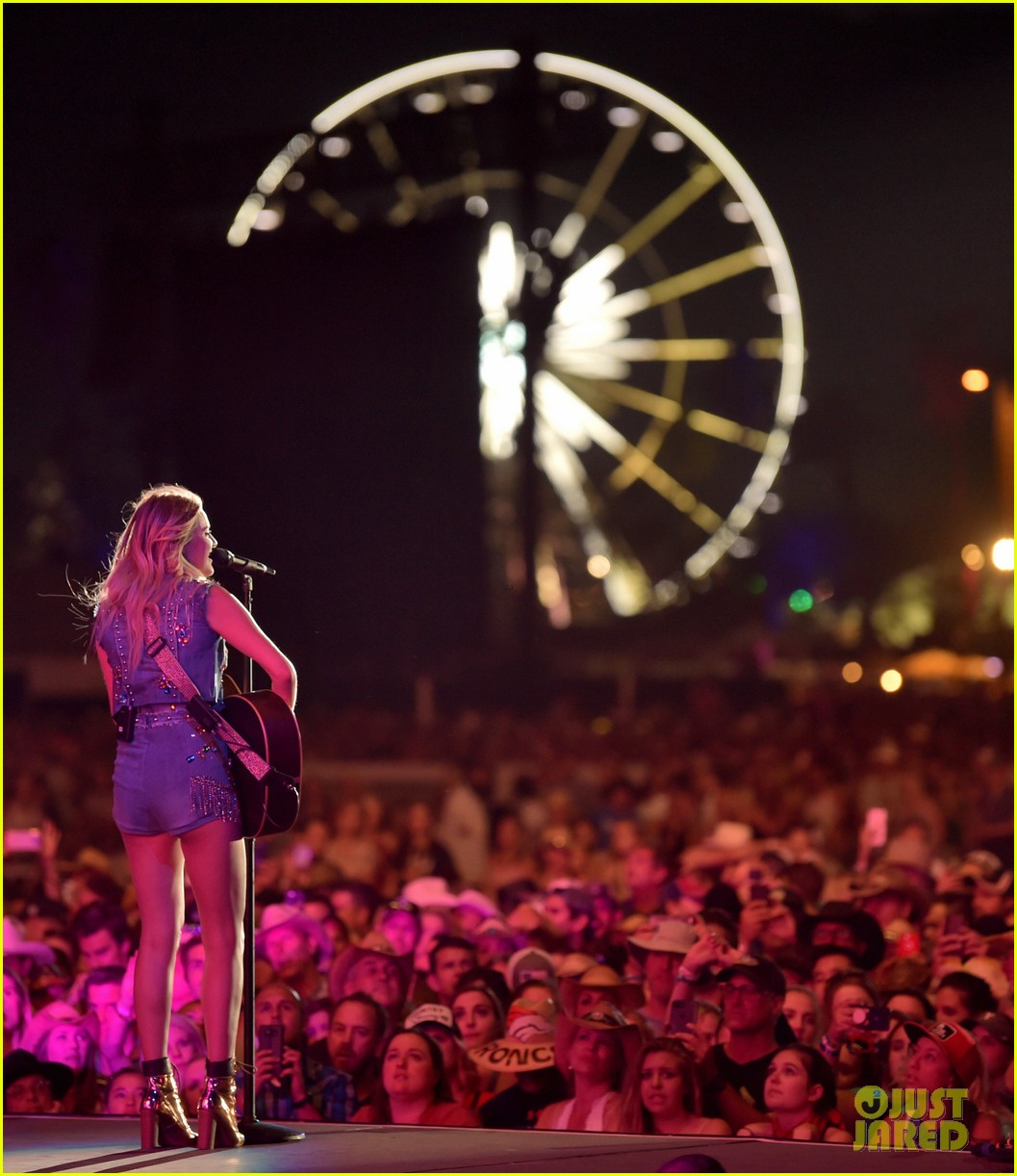 kelsea ballerini takes the stage at stagecoach 08