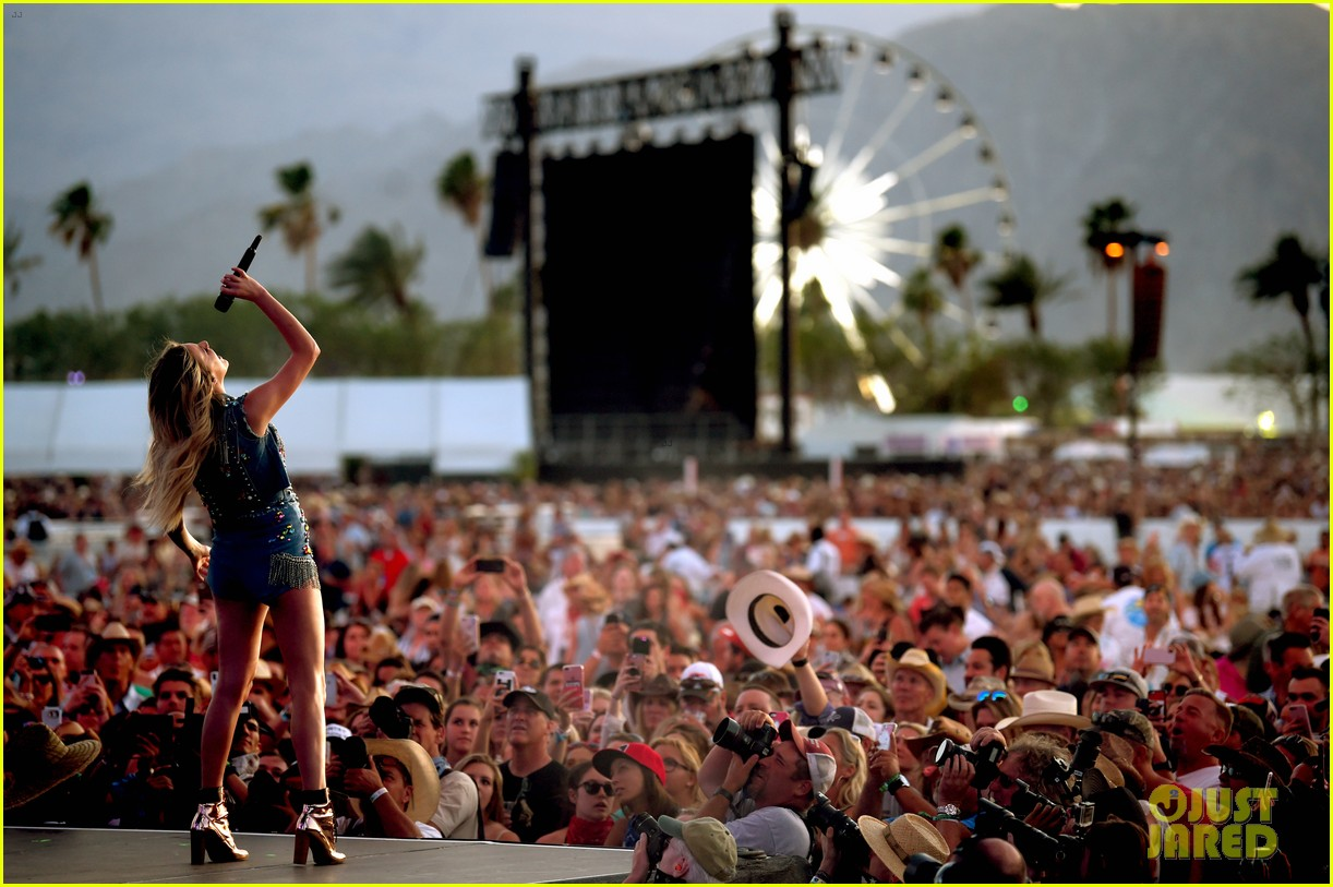 kelsea ballerini takes the stage at stagecoach 12