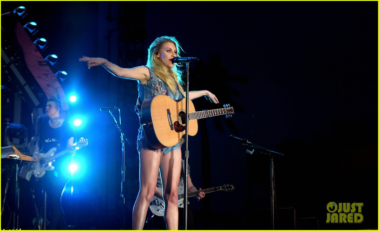 kelsea ballerini takes the stage at stagecoach 15