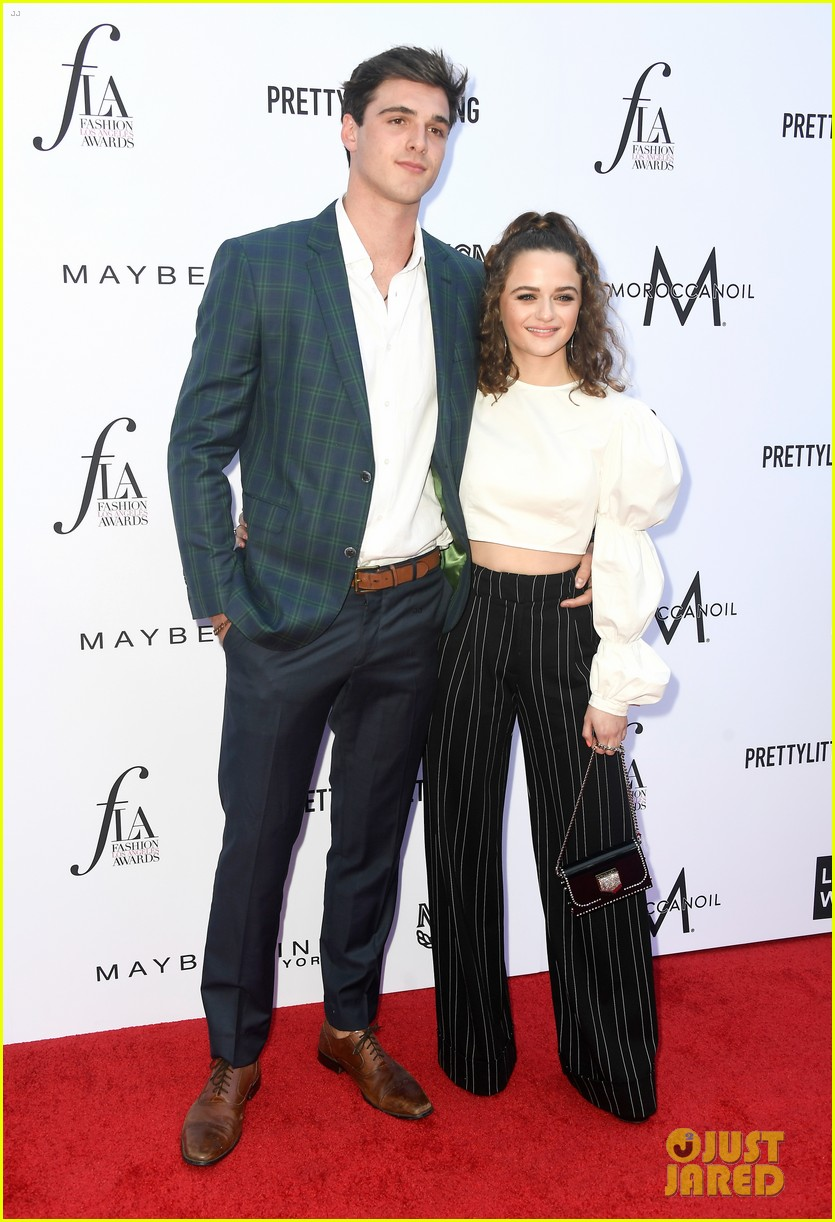 joey king jacob elordi daily front row awards 04
