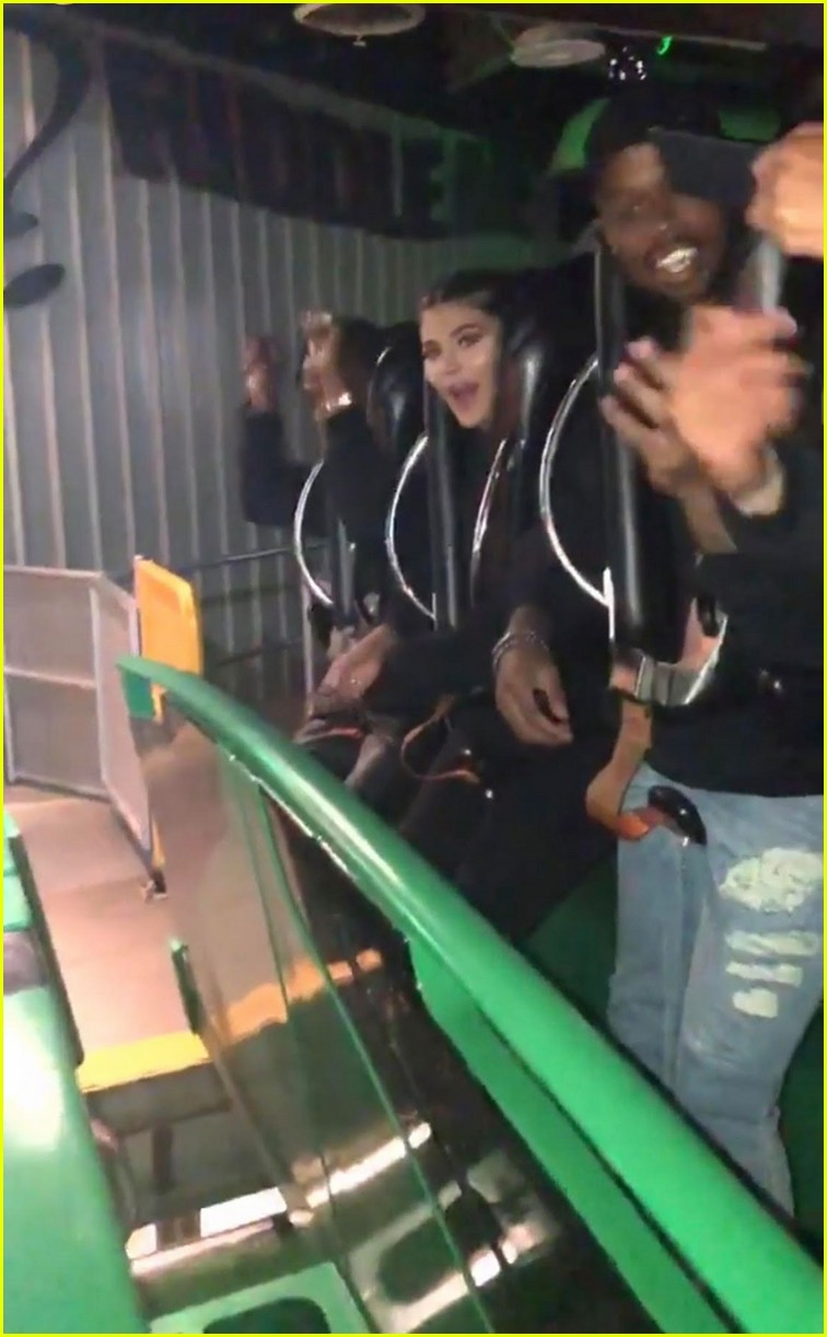 kylie jenner rented out six flags for travis scott birthday 07