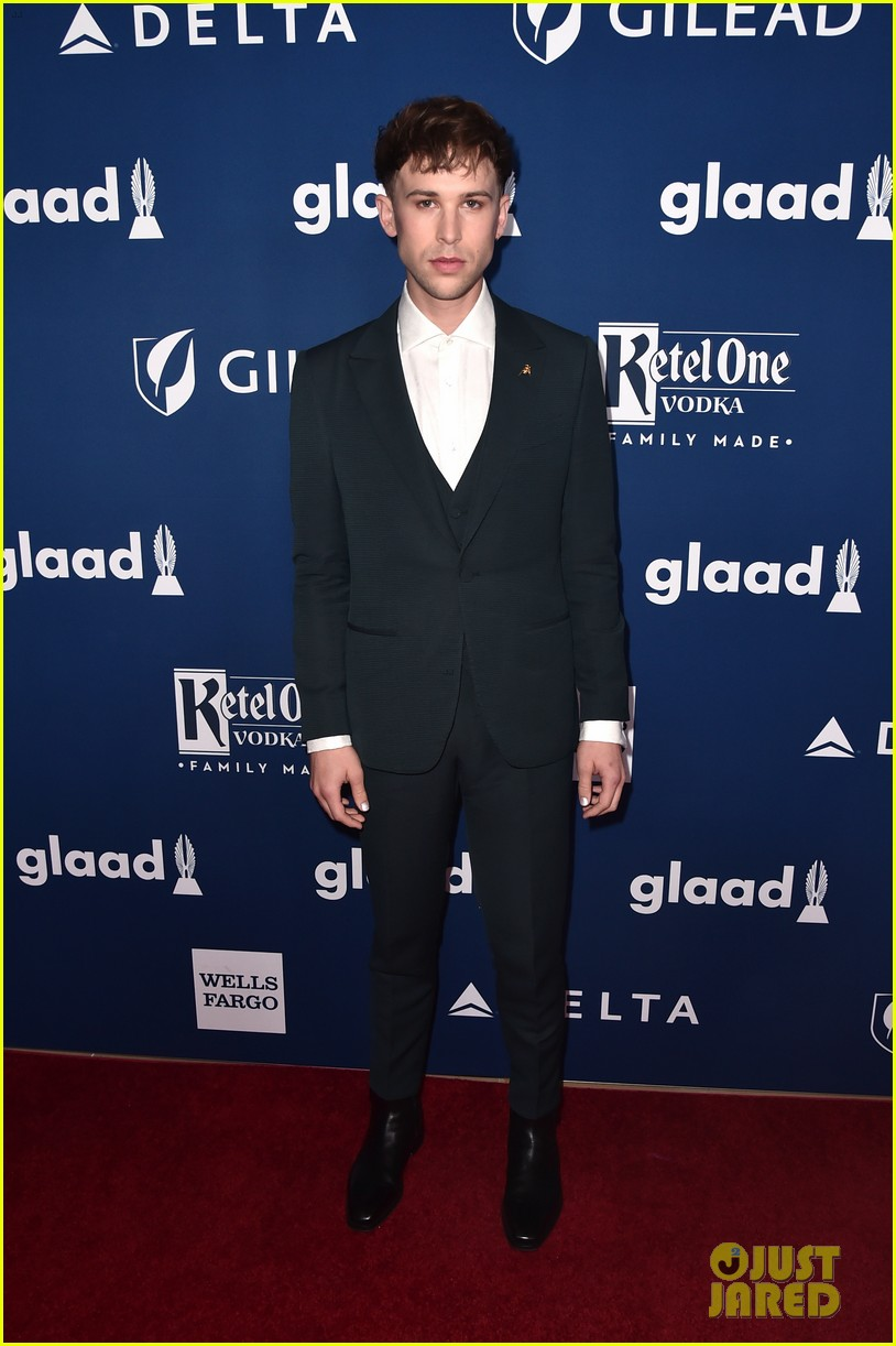 chloe moretz tommy dorfman step out in style for glaad media awards 12