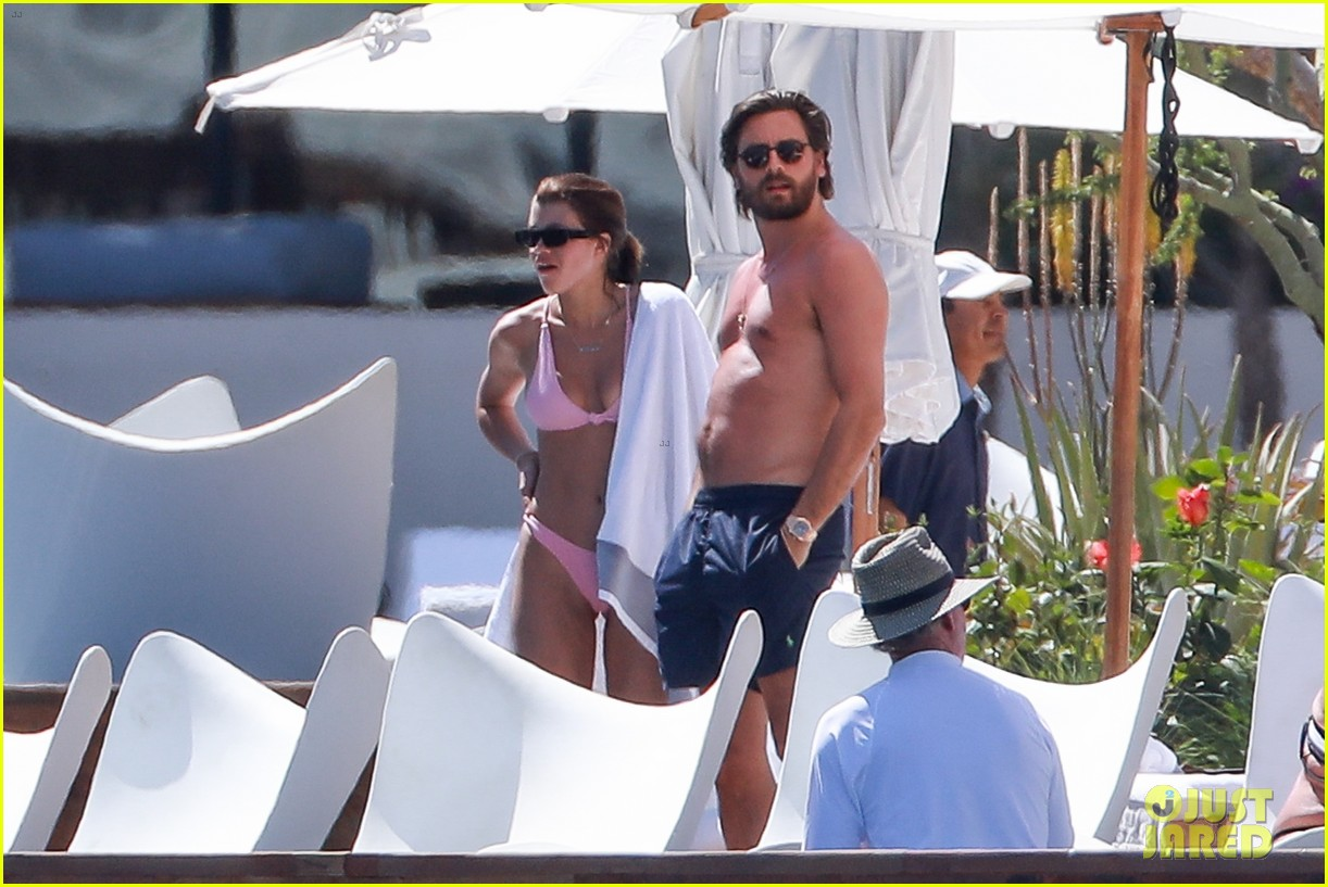 9e6f5fd1cdb59 Sofia Richie   Scott Disick Enjoy Mexico Vacation By the Pool ...