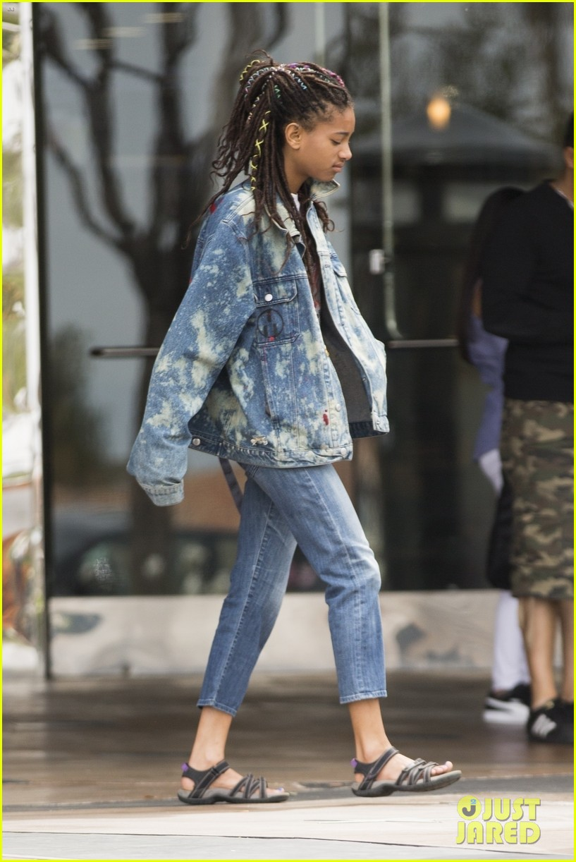 willow smith and tyler cole step out ahead of his love at first fight music video screening 04