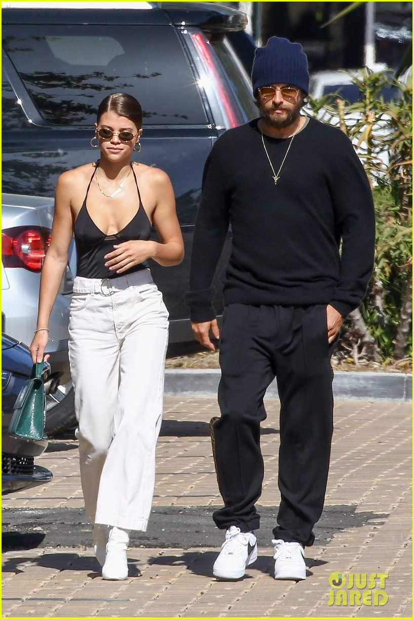scott disick sofia richie couple up saturday lunch 01