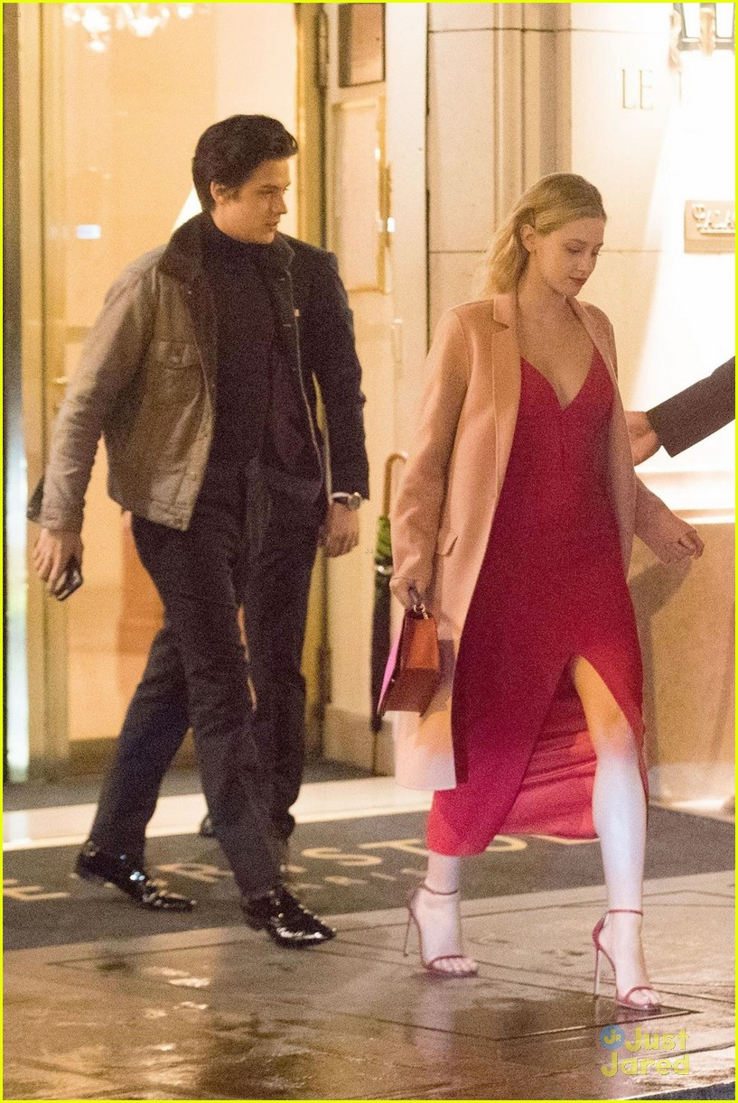 Cole Sprouse Amp Lili Reinhart Hold Hands While Sightseeing