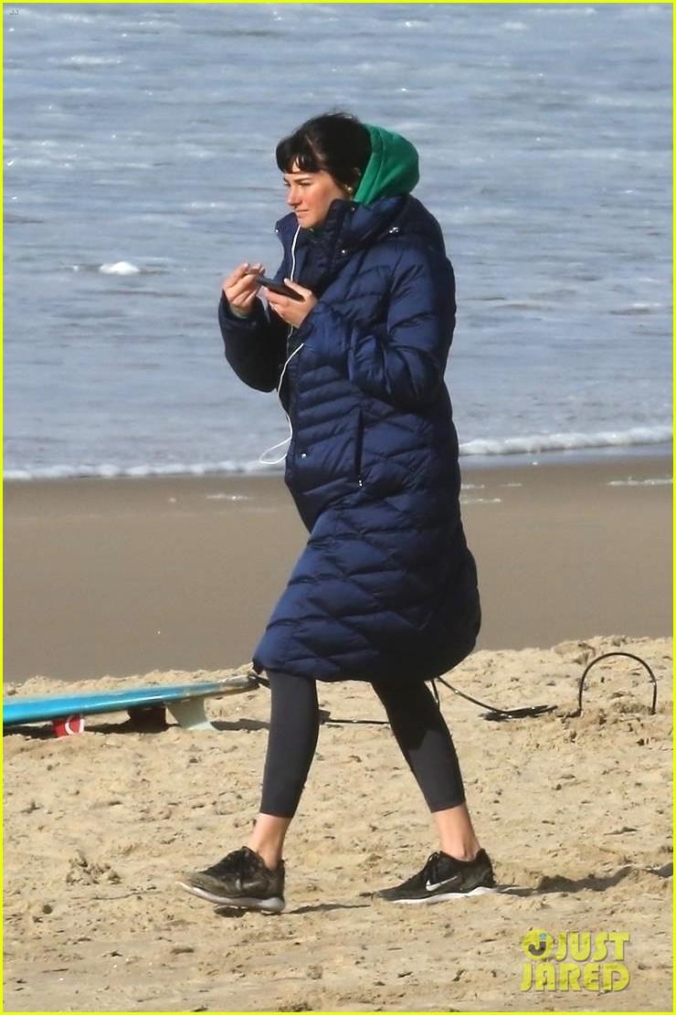 shailene woodley films big little lies with male co star on the beach 06