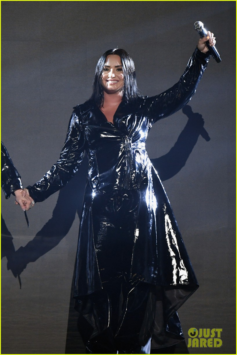 christina aguilera demi lovato billboard music awards 2018 02