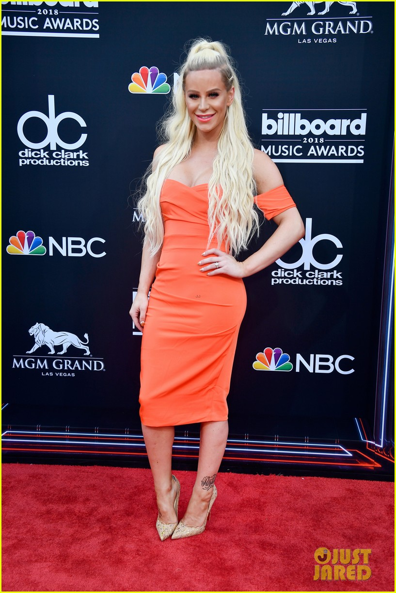 youtube stars alisha marie gigi gorgeous attend billboard music awards 03