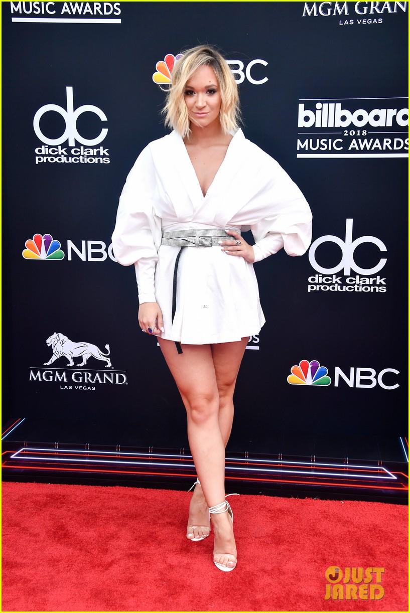 youtube stars alisha marie gigi gorgeous attend billboard music awards 08