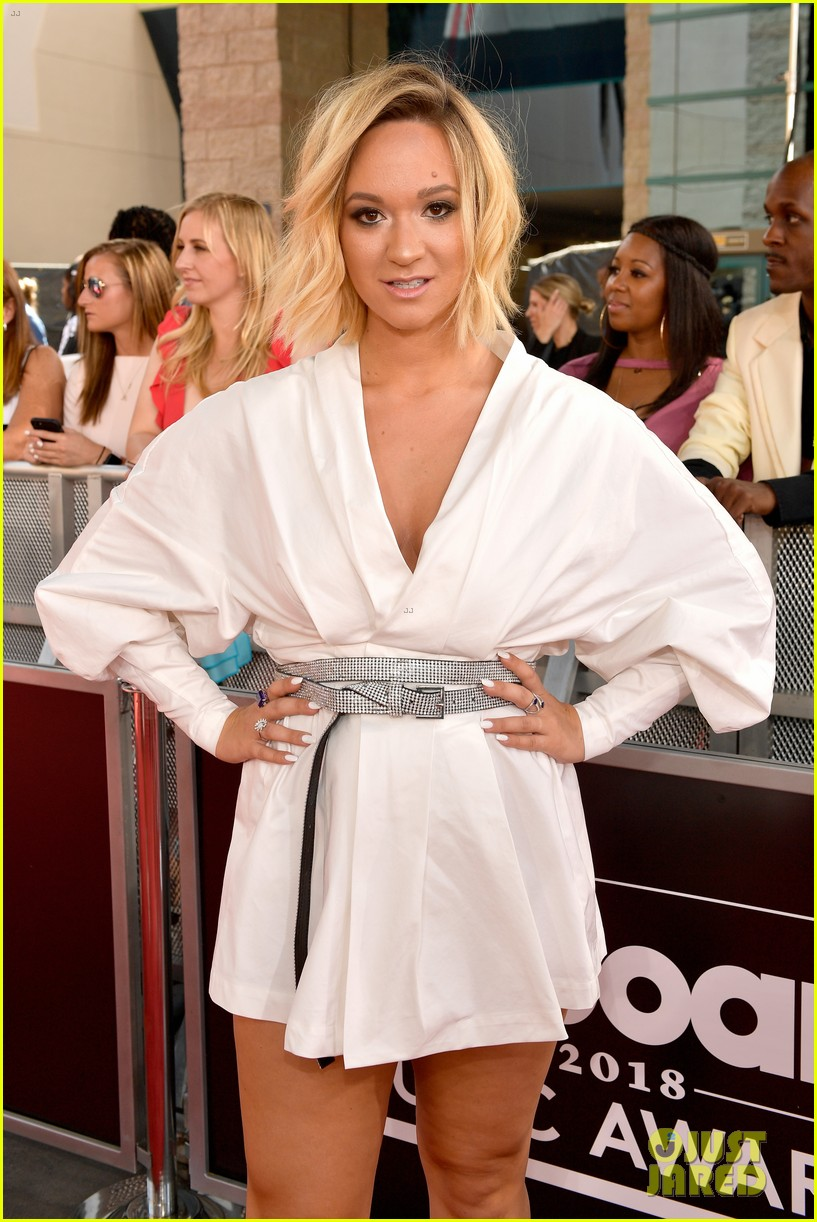 youtube stars alisha marie gigi gorgeous attend billboard music awards 11