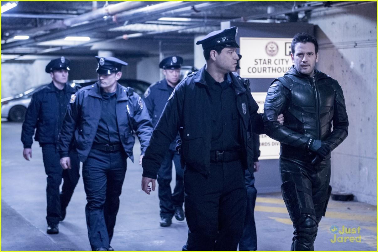 arrow cast talks oliver trial episode 09