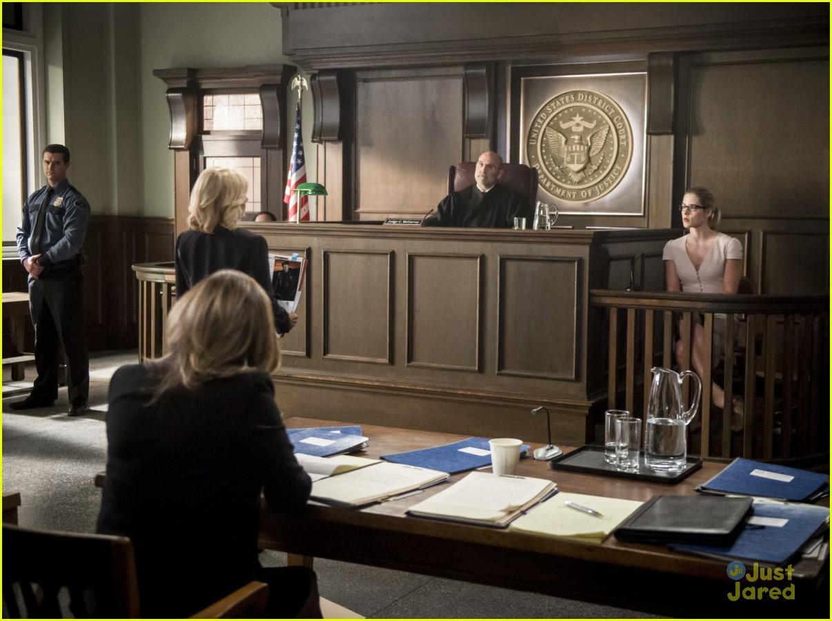 arrow cast talks oliver trial episode 17